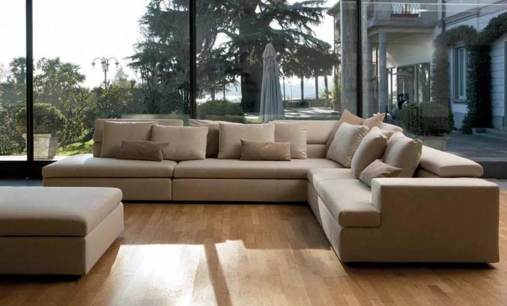 Фото большого бежевого дивана в интерьере
