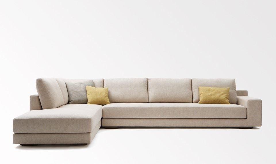 Большой диван в интерьере (21)