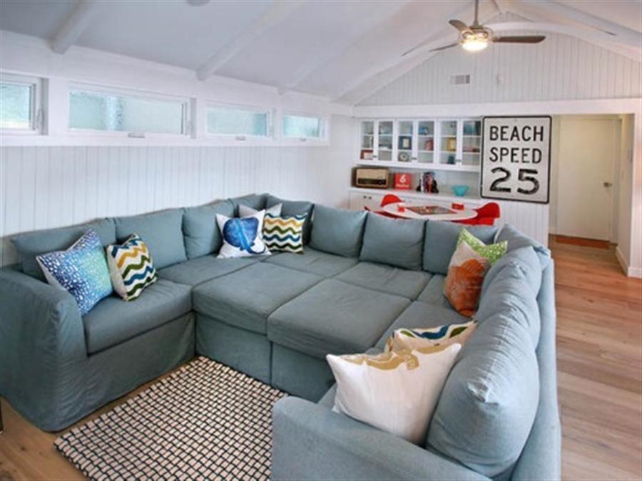 Большой диван в интерьере (35)
