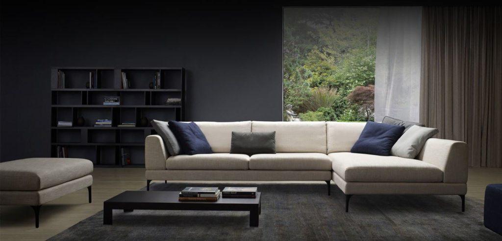 Большой диван на ножках