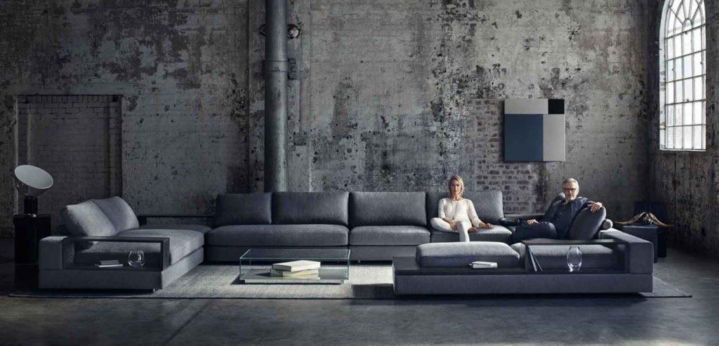 Большой диван в интерьере Лофт