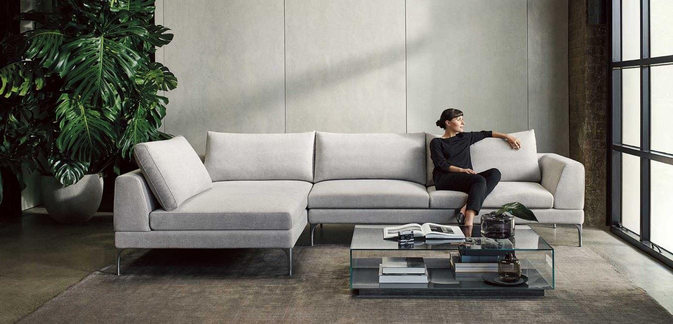 Большой диван в интерьере (40)