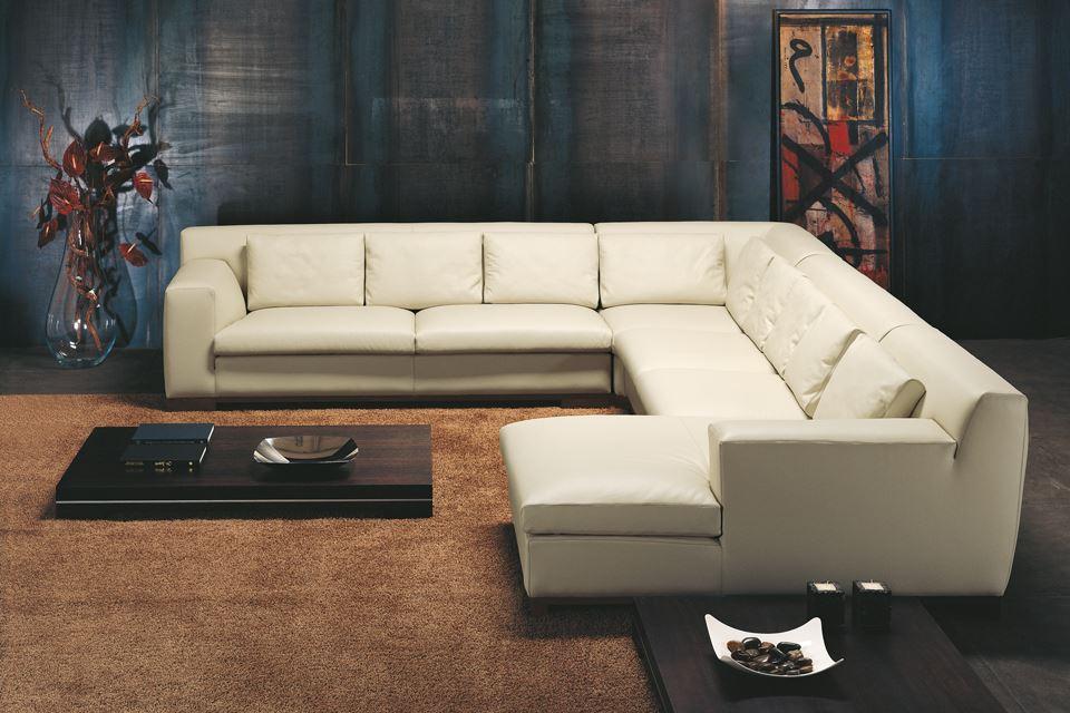 Стильный диван больших размеров