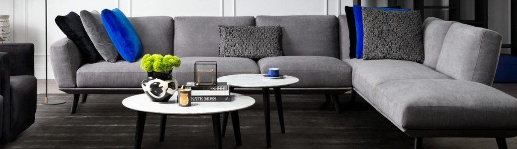 Большой угловой диван в интерьере - фото