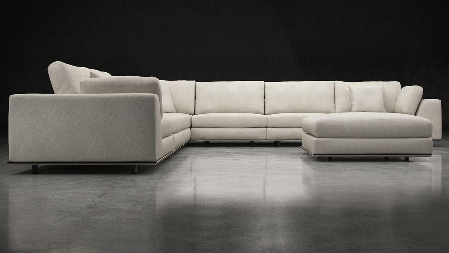 Большой диван в интерьере (8)