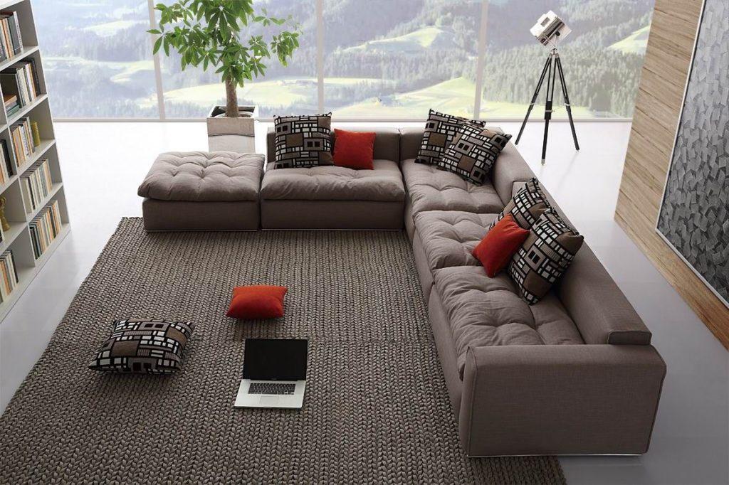 Большой диван для дружной компании