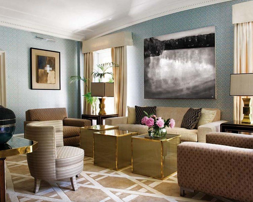 Сочетание бежевого дивана с желтым, золотым цветом