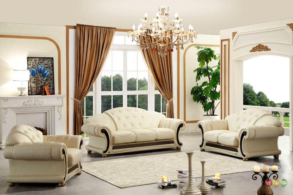 Светло-бежевый диван и кресла в классическом стиле