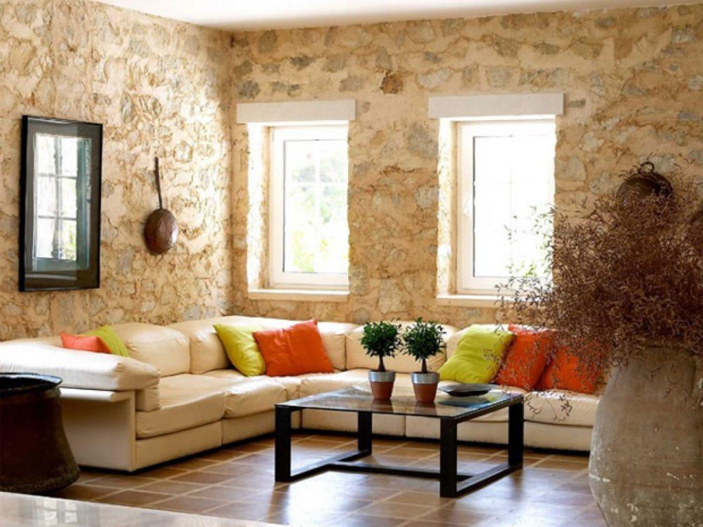Большой кожаный диван светло-бежевого цвета