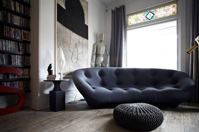 Дизайнерский диван в маленькой гостиной