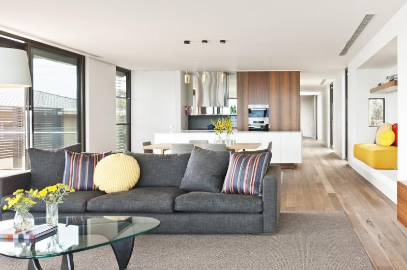 Зонирование комнаты с помощью дивана размещенного посередине