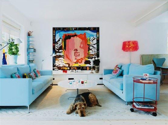Два голубых дивана в интерьере - фото