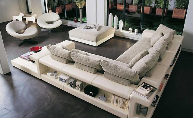 Интересный способ размещения дивана в интерьере (4)