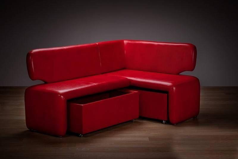 Кожаный диван в интерьере кухни (10)