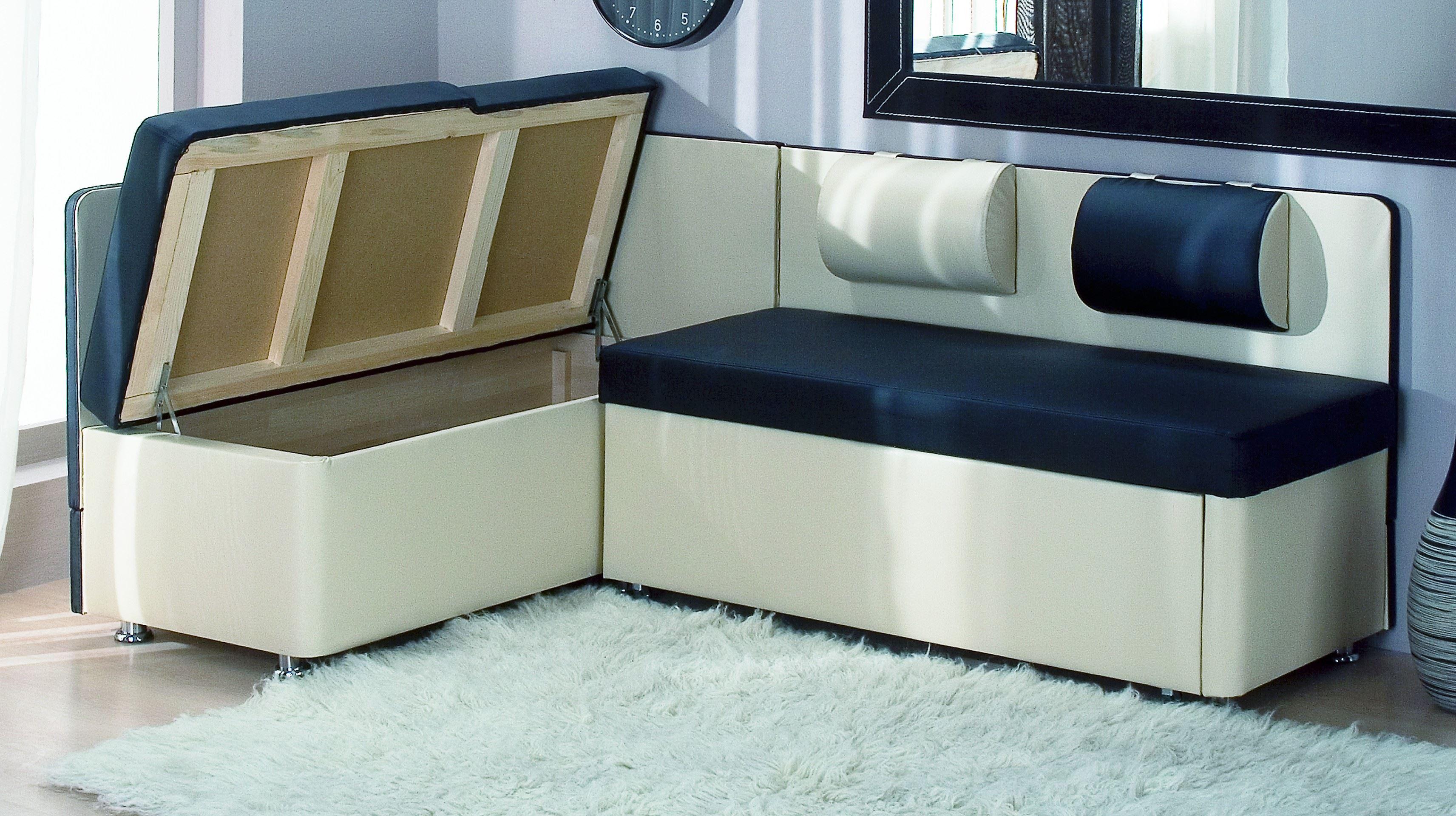 Кожаный диван в интерьере кухни (17)