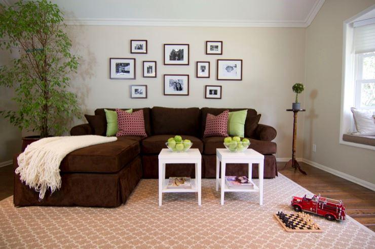 Коричневый диван в интерьере (12)