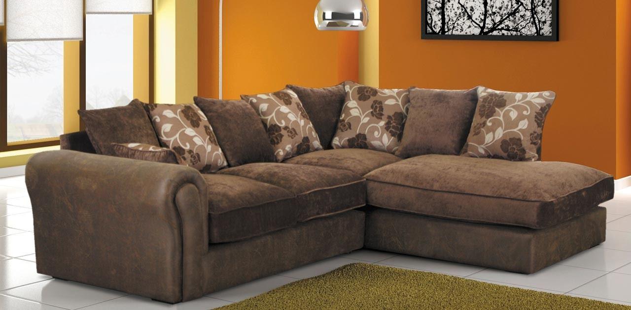 Коричневый диван в интерьере (18)