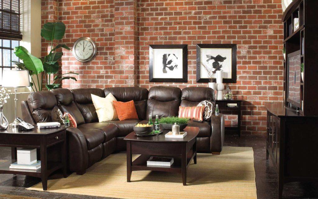Стильный интерьер с коричневым угловым кожаным диваном