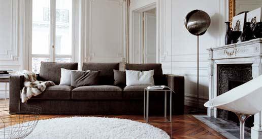 Коричневый диван в интерьере (38)