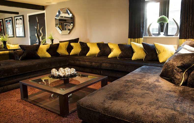Коричневый диван в интерьере (51)