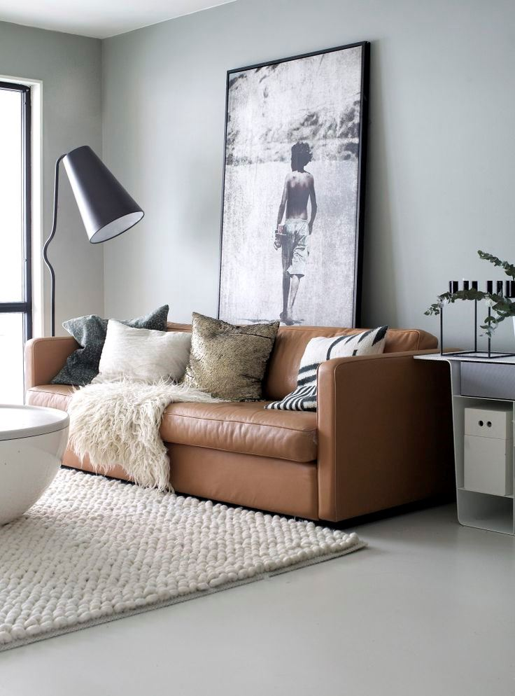 Коричневый диван в интерьере (6)
