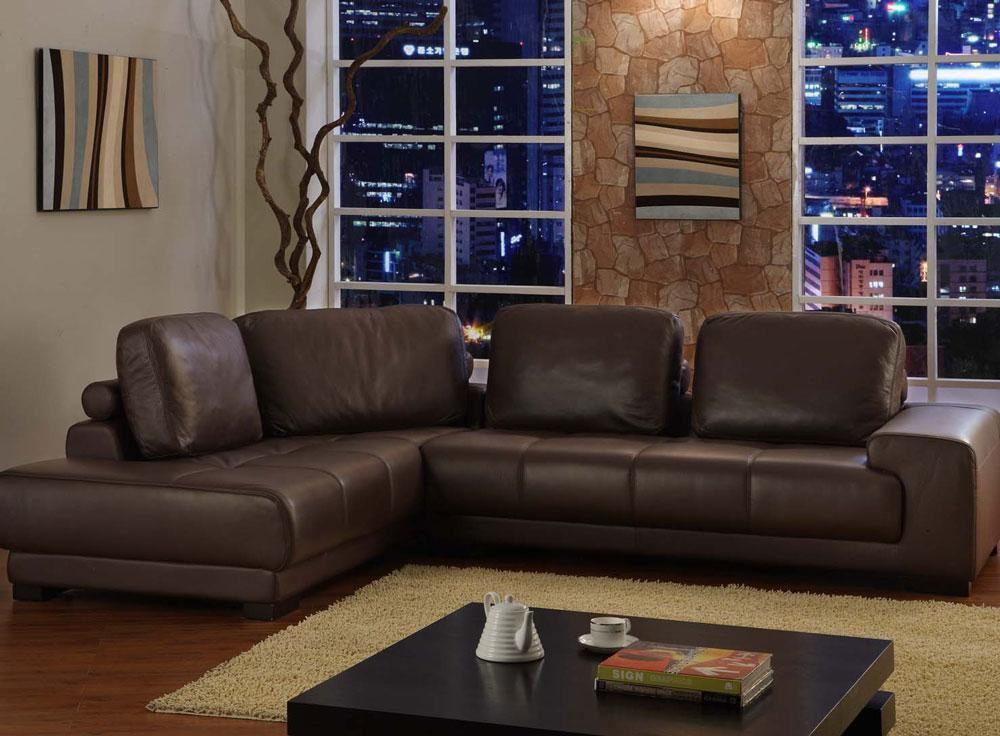 Стильный кожаный диван кофейного цвета