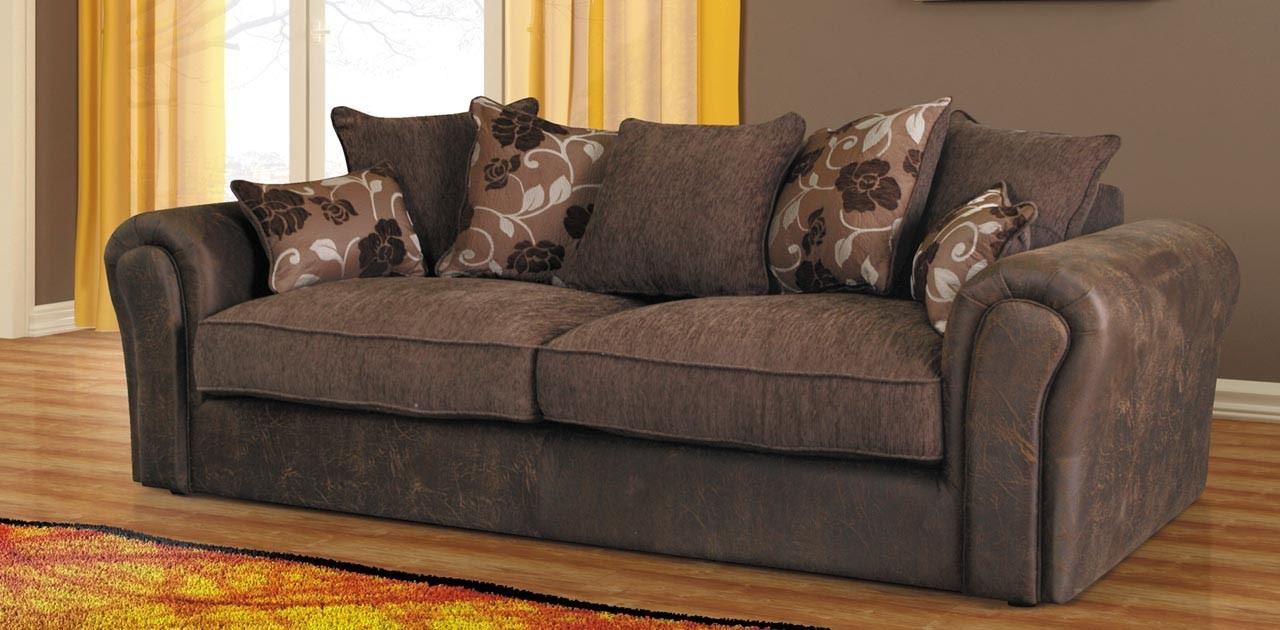 Коричневый диван в интерьере (66)