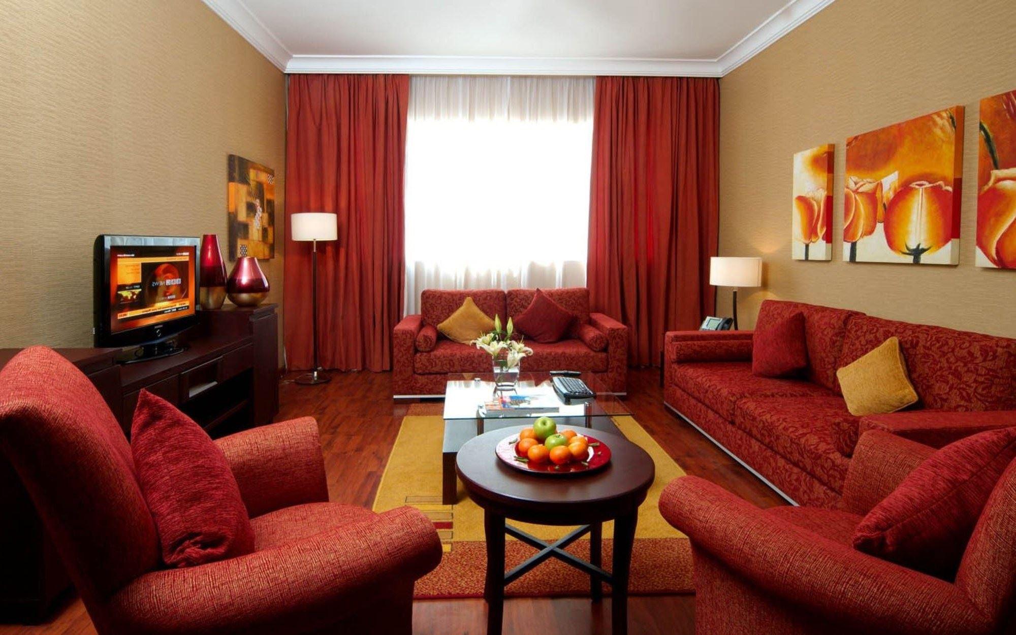 Красный диван (33)