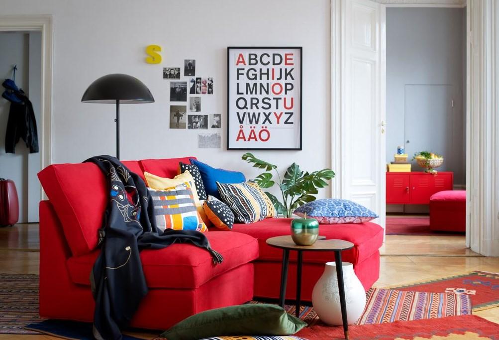Фото небольшого углового дивана в красном цвете