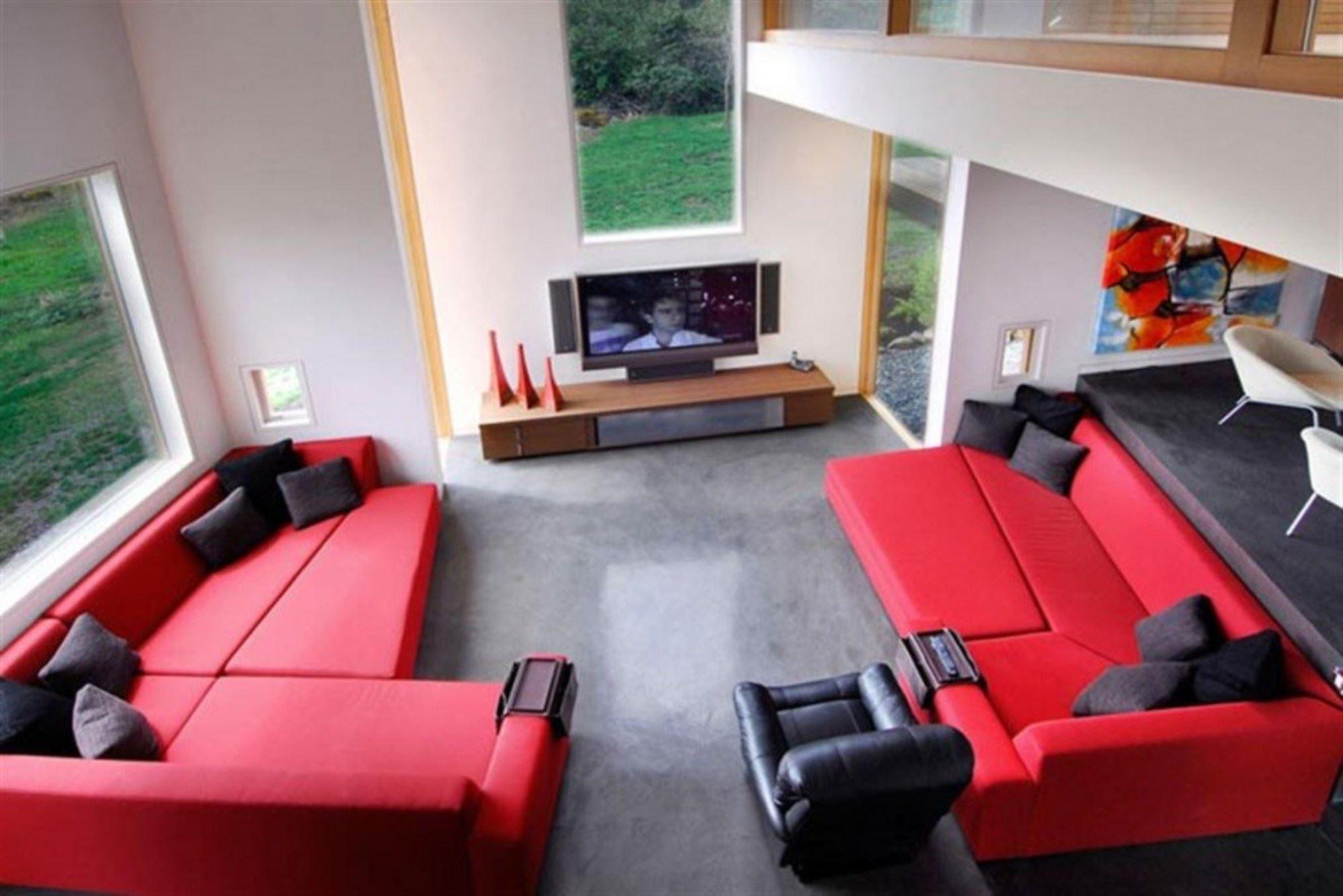 Красный диван (50)