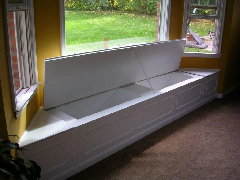 Кухонный встроенный в эркер диван с ящиком для хранения