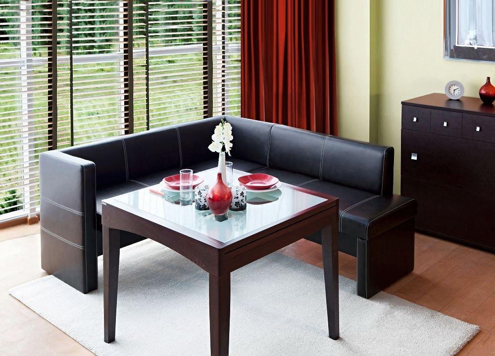 Обеденная зона с угловым кожаным диваном