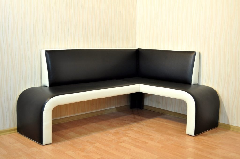 Угловой диван на кухню с кожаной обивкой