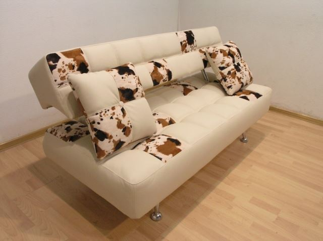 Стильный прямой диван на кухню