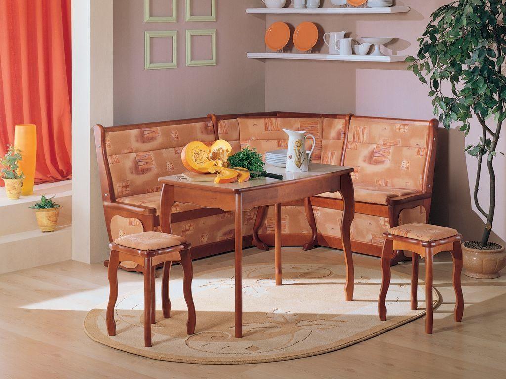 Фото кухни с угловым диваном в интерьере