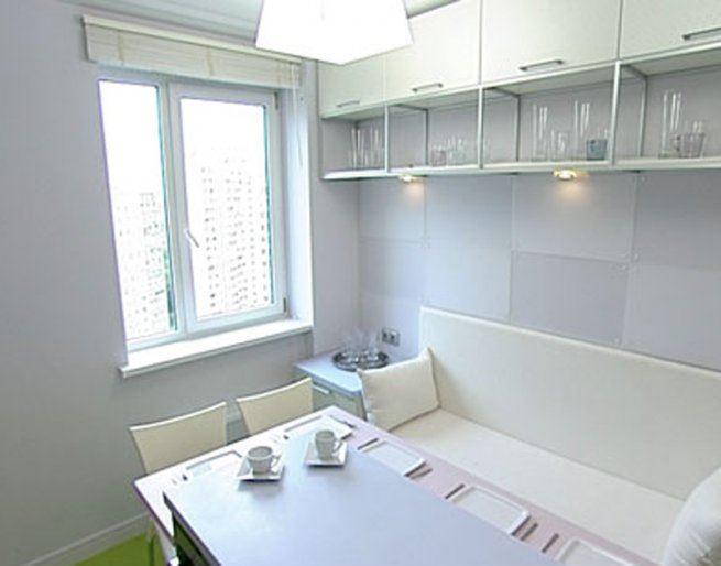Маленький диван в интерьере кухни (2)