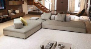 Крупный модульный диван в гостиной