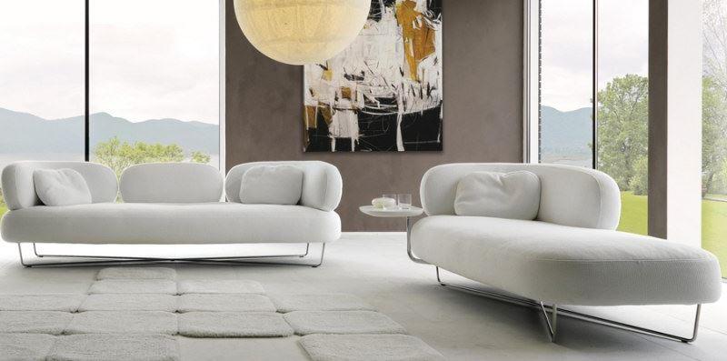 Два интересных дивана островного типа в гостиной