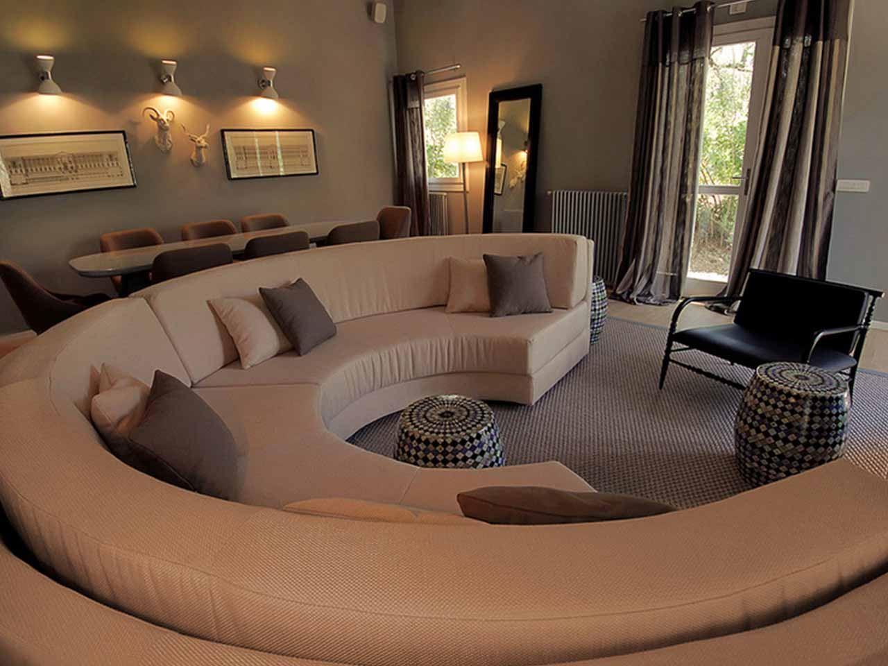 Полукруглый диван (1)