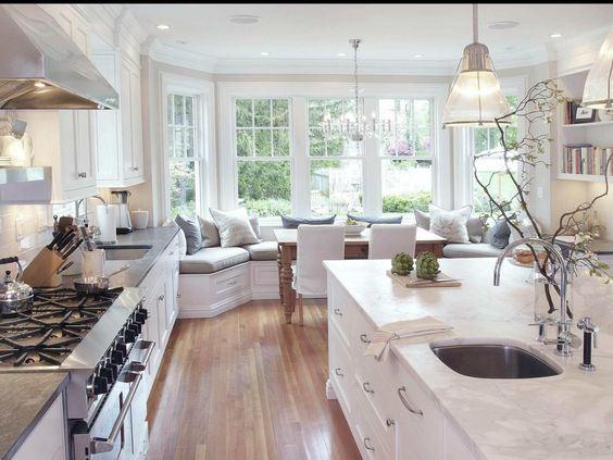 Размещение дивана на кухне (13)