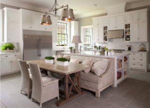 Размещение дивана тылом к кухонному острову