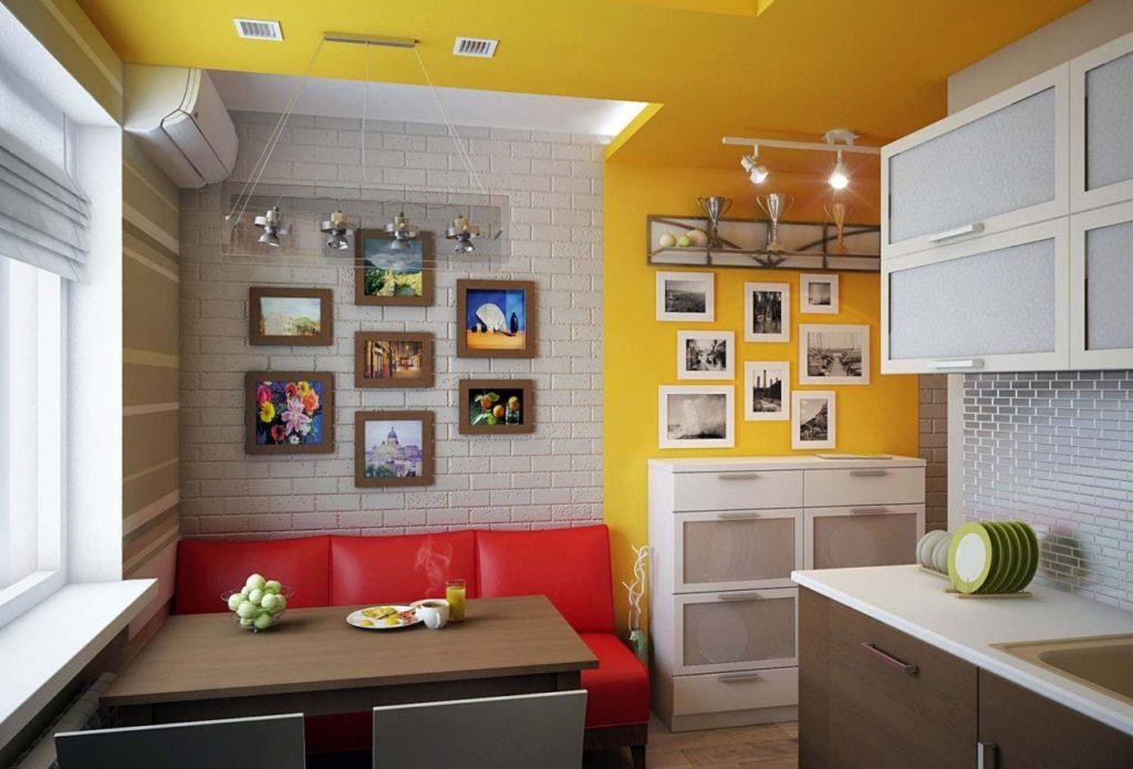 Прямой красный диван на кухне у стены