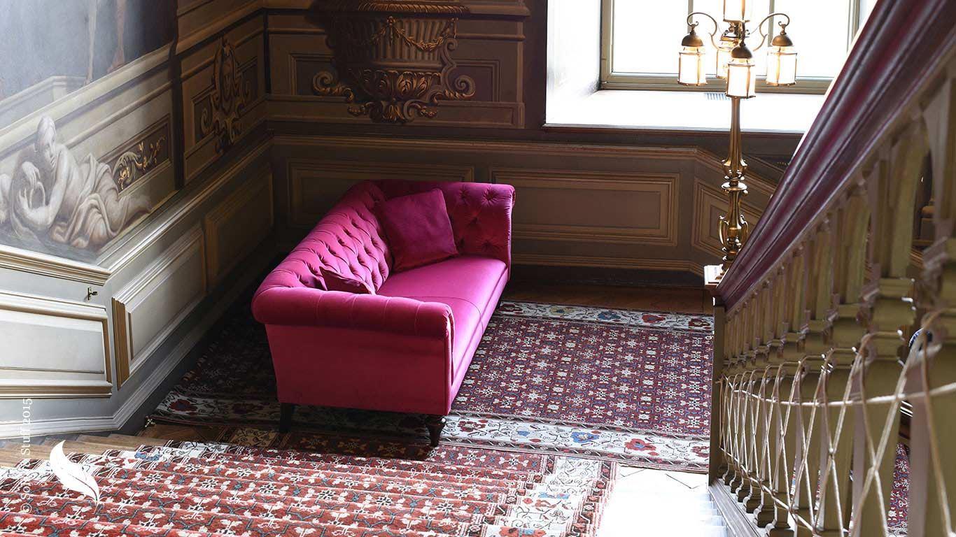Розовый диван (52)