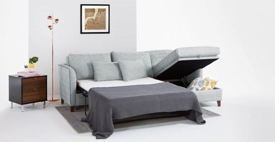 Двухспальный угловой диван в интерьере гостиной