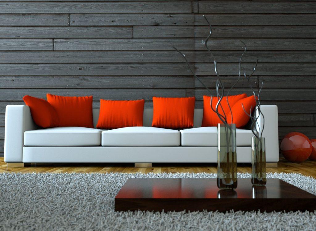 Белый прямой диван у стены