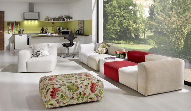 Симметричное размещение дивана
