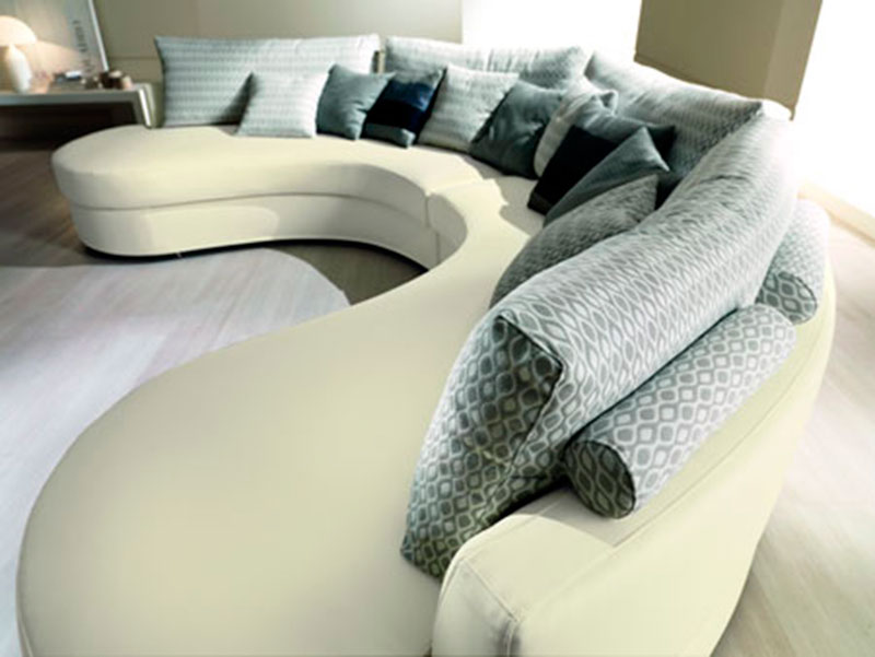 Стильный изогнутый диван
