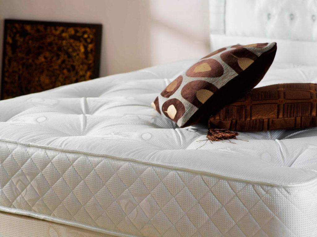 Фото матраса с подушками