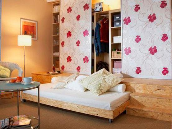 Выдвижная кровать встроенная в подиум со шкафом