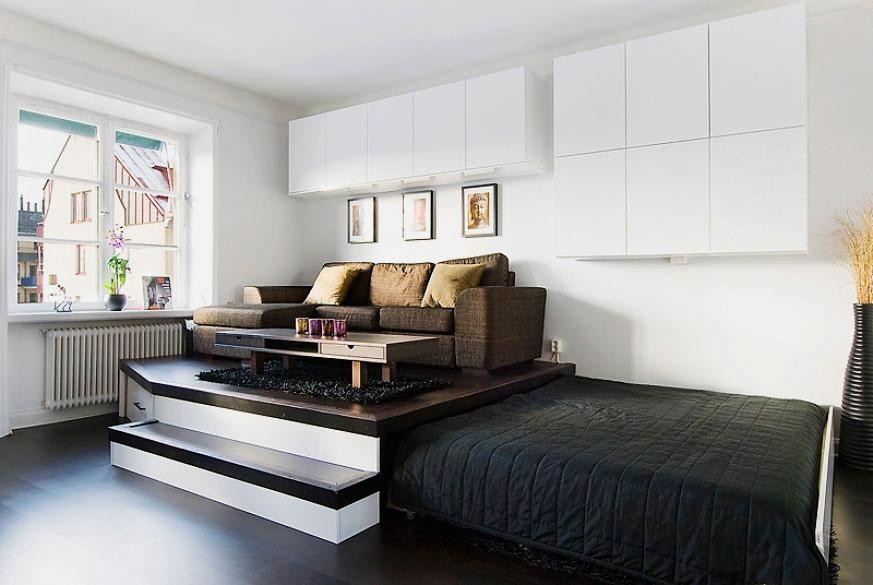 Двухспальная выдвижная кровать встроенная в подиум